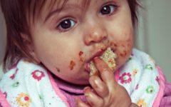 bebe mange seul - maman maroc